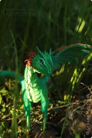 """Выставляю большую драконью подборку - кое-кто уже мелькал здесь, но большинство впервые """"засветились"""" в Стране Мастеров.  Не могу не начать с Рихарда. Он для меня все же особенный дракон. Основатель Луарилльского Гнезда, его бессменный лидер.   *** Истинный дракон благоволит мудрости и порицает глупость. Уважает жажду знаний и презирает суеверия. Он может обладать магическими силами, но твердо знает, что мир прекрасен и без магии. *** (с) Дракон Рихард фото 24"""
