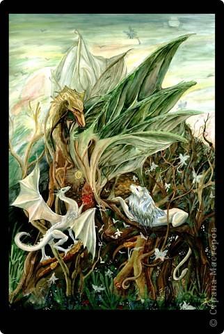 Чтобы уже закрыть тему драконов) Немного о Хаарагах - драконах Луарилла.  Цвет Хаарагов - красный. Их месяц - хааргин - похож на задумчивое пламя - жаркий, сухой, и в то же время жар не иссушает землю, но кажется иллюзией. Иллюзией танцующего рубинового пламени. Кровь Хаарагов превращается в живой Рубин – этот камень способен воскрешать умерших, в творении он – первый камень, замысел мира. фото 1