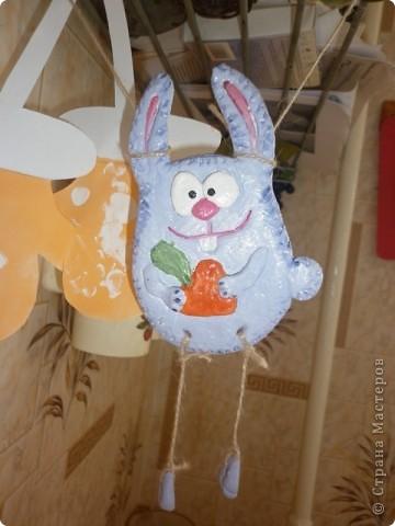 Заяц с морковкой фото 1