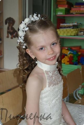 Эта веточка кремовых купавок из шёлка предназначались для  одной милой девчушки, на её первый в жизни выпускной в детском саду. фото 4