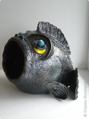 Рыбка довольно большая примерно 25х25х25, сделана из папье маше, предназначена для хранения мелочей, например ключей.   фото 1