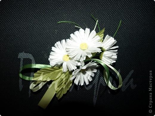 """Эту камелию и последующие цветы я  делала, руководствуясь пошаговой инструкцией в книге  """"Цветы из ткани"""" Н. Череда. Большие венчики из крепа ,серединка из атласа, окрашенного вручную. фото 4"""