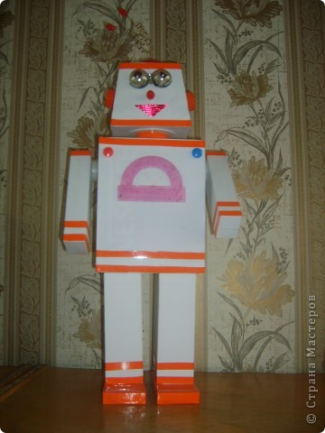 Робот из коробок своими руками фото