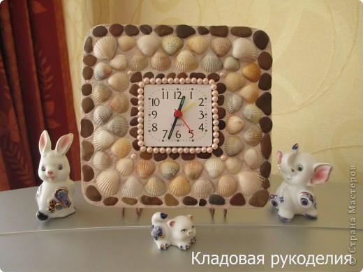 Рамка для часов из ракушек