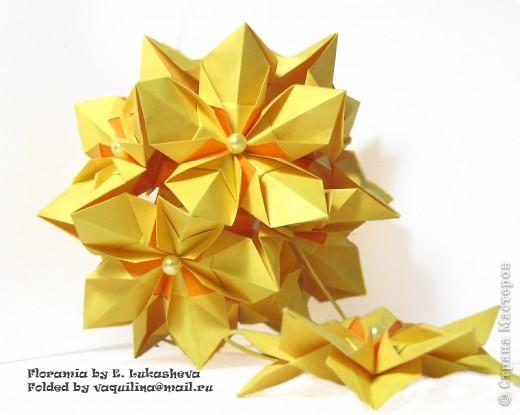 Всем привет!  Продолжаю показывать кусудамы, сделанные еще весной. Разгаданная Floramia Екатерины Лукашевой.