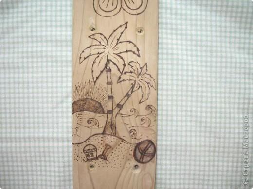Муж выпилил колышки, я решила украсить.  Рисунки решила сделать разными. Итак: вишенки, бабочка, шишка... фото 7