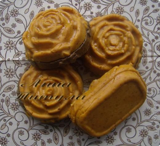 Моя первая проба в мыловарении. Рецепт мыла брала вот сдесь http://handmades.com.ua/master-klass-anticellyulitnoe-mylo-s-kofe-i-medom фото 1
