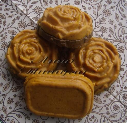 Моя первая проба в мыловарении. Рецепт мыла брала вот сдесь http://handmades.com.ua/master-klass-anticellyulitnoe-mylo-s-kofe-i-medom фото 2
