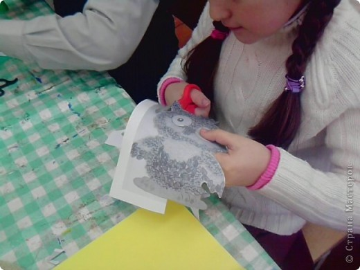 На уроке технологии решили с ребятами поработать с семенами и крупой.Нашли красивый шаблон совёнка(спасибо Наталье Писаревой за шаблон) и вот что у нас получилось. Это работа Кузьминой Дашеньки. фото 3