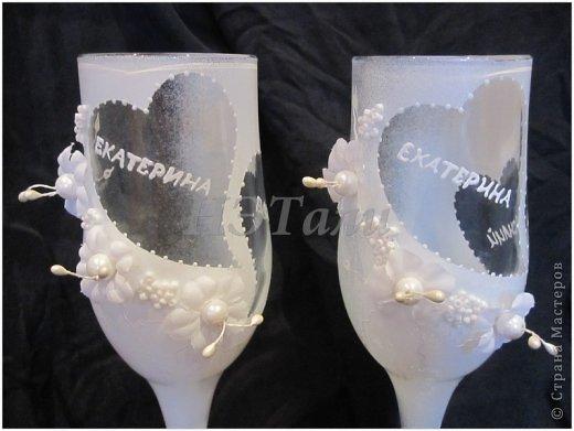 """как я люблю, когда клиент доверяется мне ))) очередная свадьба на подходе... Заказали чисто-белые бокалы без всяких вкраплений другого цвета, на них должно быть два имени и дата. """"Должно быть простенько, но со вкусом,""""- попросила невеста. ) фото 2"""