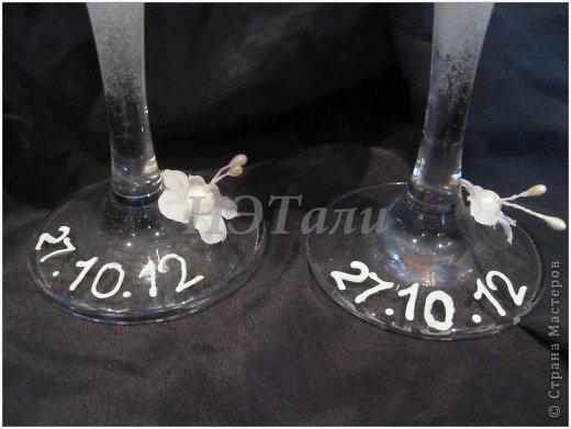 """как я люблю, когда клиент доверяется мне ))) очередная свадьба на подходе... Заказали чисто-белые бокалы без всяких вкраплений другого цвета, на них должно быть два имени и дата. """"Должно быть простенько, но со вкусом,""""- попросила невеста. ) фото 3"""