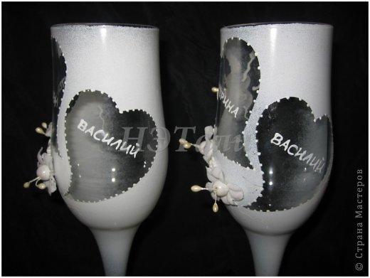 """как я люблю, когда клиент доверяется мне ))) очередная свадьба на подходе... Заказали чисто-белые бокалы без всяких вкраплений другого цвета, на них должно быть два имени и дата. """"Должно быть простенько, но со вкусом,""""- попросила невеста. ) фото 4"""
