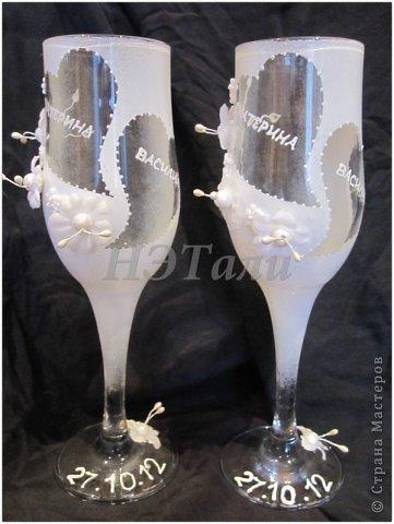 """как я люблю, когда клиент доверяется мне ))) очередная свадьба на подходе... Заказали чисто-белые бокалы без всяких вкраплений другого цвета, на них должно быть два имени и дата. """"Должно быть простенько, но со вкусом,""""- попросила невеста. ) фото 5"""