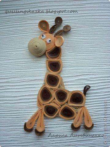 Всем доброго дня!!!! Продолжаю серию детских магнитов с животными. Сегодня я к вам с жирафом , которого сделала для нового общего задания в блоге Хомячка -   Звериные ПЯТНАшки !!!                                     Этот стих от нашего дизайнера Алёны (WhiteRacoon) В этом сезоне в моде расцветка - Нет, не горошек и даже не клетка! - В моде расцветка разных зверей, Ну-ка, узор выбирай поскорей! Звериный узор! Чтобы было понятно: Мы ждем в работах полоски и пятна. Вот вдохновителей наших парад: Тигр и зебра, и леопард, Пес-далматинец, жираф и корова - Все свои пятна отдать Вам готовы. Чей-то другой Вам по нраву окрас?..  Шкурка вся в пятнах? - Ждем шедевр от Вас!  фото 1