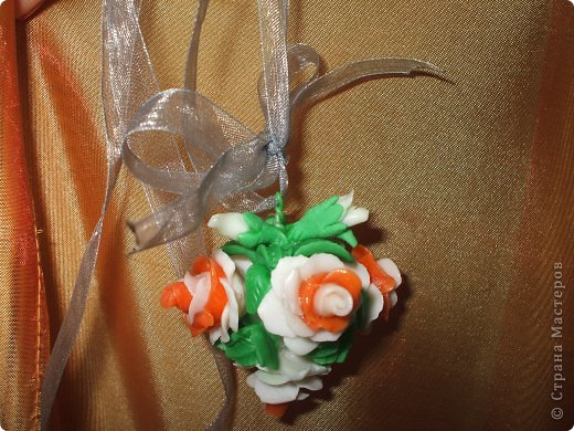 Очень хотелось сделать что-то приятно для одного очень очень хорошего человека.....надеюсь понравиться=) Это кулончик в виде букетика роз и башмачок-подставка (уж очень мне понравились эти башмачки на просторах Страны) фото 7