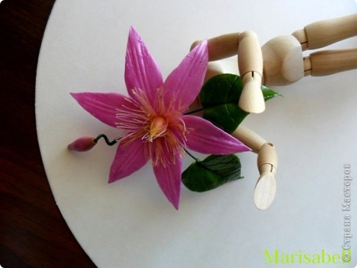 Здравствуйте, дорогие мастерицы! Это заколочка с клематисом, которую я слепила под цвет шарфа - и осенью хочется яркости и цвета. фото 2