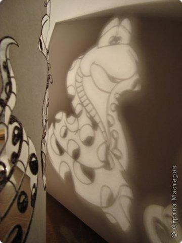 Вот вырезала для украшения окон.... Шаблоны Деда Мороза и Снегурочки позаимствовала здесь Новогодние игрушки на елку + схемы https://stranamasterov.ru/node/290179 , а змеек сделала из цветных картинок найденных в интернете........ фото 7