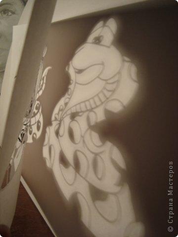 Вот вырезала для украшения окон.... Шаблоны Деда Мороза и Снегурочки позаимствовала здесь Новогодние игрушки на елку + схемы https://stranamasterov.ru/node/290179 , а змеек сделала из цветных картинок найденных в интернете........ фото 8