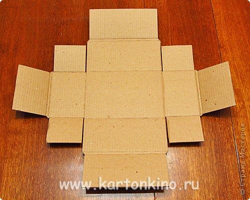 """Здравствуйте, дорогие жители Страны Мастеров!)  Этот ларец с """"самоцветами"""" я сделала своему сыну в качестве адвент-календаря. Каждый """"камешек"""" - это коробочка из картона, в которую удобно прятать маленькие подарочки или записки.  Сам ларец сделан из обычного гофрокартона, в который упаковывается мебель. Такой ларец можно использовать как оригинальный реквизит для проведения, например, новогодней лотереи. А можно прикрепить к """"самоцветам"""" петельки, и получатся замечательные елочные украшения.  Сделать и ларец и коробочки-самоцветы своими руками совсем не сложно. И я сейчас покажу, как. Понадобятся:  канцелярский нож, ножницы, линейка, инструмент для биговки, двусторонний скотч (для коробочек) и клей """"Момент"""" (для ларца). А также гофрокартон - для ларца, фольгированный картон (или плотная цветная бумага) - для """"самоцветов"""". фото 7"""
