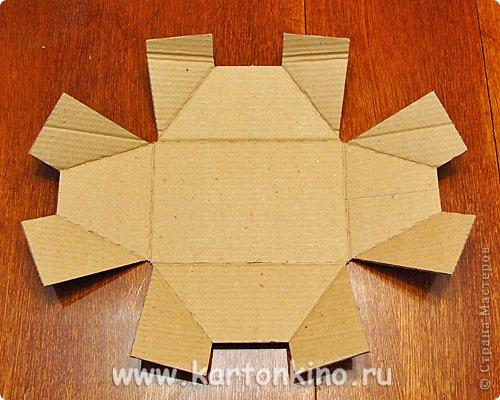 """Здравствуйте, дорогие жители Страны Мастеров!)  Этот ларец с """"самоцветами"""" я сделала своему сыну в качестве адвент-календаря. Каждый """"камешек"""" - это коробочка из картона, в которую удобно прятать маленькие подарочки или записки.  Сам ларец сделан из обычного гофрокартона, в который упаковывается мебель. Такой ларец можно использовать как оригинальный реквизит для проведения, например, новогодней лотереи. А можно прикрепить к """"самоцветам"""" петельки, и получатся замечательные елочные украшения.  Сделать и ларец и коробочки-самоцветы своими руками совсем не сложно. И я сейчас покажу, как. Понадобятся:  канцелярский нож, ножницы, линейка, инструмент для биговки, двусторонний скотч (для коробочек) и клей """"Момент"""" (для ларца). А также гофрокартон - для ларца, фольгированный картон (или плотная цветная бумага) - для """"самоцветов"""". фото 8"""