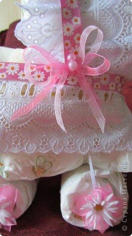 Торт из памперсов - подарок будущей крестнице на рождение фото 5