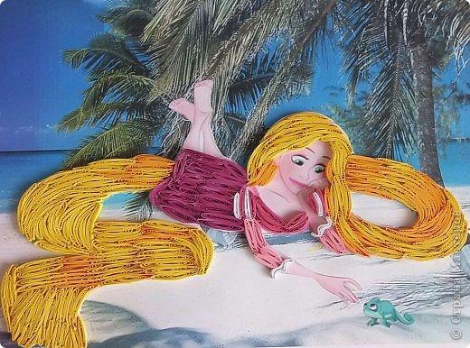 Это моя вторая картинка в технике квиллинг.  Выложила принцессу Рапунцель квиллингом и поместила на другой фон - получилось, как будто она загорает на пляже, на каком-то острове! фото 1