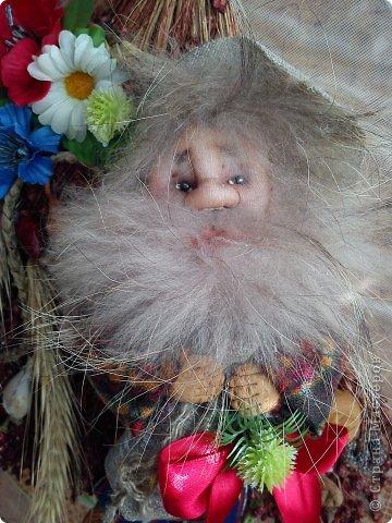 Бабушка-хранительница домашнего очага. Моя первая проба. Это как ребенок: задумывал одно, а плод трудов проявил свой характер, получилась бабушка. А уж одежки для кукол я все детство изобретала. фото 19