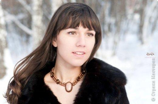 У меня есть очень хорошая знакомая, Болдырева Женя из Мичуринска. Она делает такие изумительные работы из бисера. Но не только из него. В её работах и полудрагоценные камни, и стразы, и жемчуг. Так вот, она мне сообщила, что через два дня в Москве будет проходить Новогодний конкурс (чего-то поздновато) на лучшую работу из бисера с кабошонами (срочно смотреть Википедию). Я посмотрел конкурсные работы и полчаса сидел в полнейшем ступоре. Такая это неземная красотень. Не могу замолчать это великолепие красок. Посмотрите вместе со мной и порадуйтесь за людей, создавших такую лепоту. Комментариев моих больше не будет, будет голая правда жизни. Итак, смотрим и восхищаемся. Гребенникова Ольга. Браслет. Номинация: Украшения на руку. Материалы: кабошон кахолонга, риволи сваровски, японский бисер Tохо. фото 107
