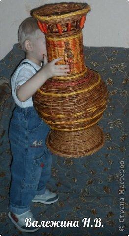 Давно собиралась вазочку сплести и вот решилась. Теперь буду голову ломать,что в неё поставить =) фото 3
