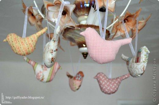 Здравствуйте, дорогие мастерицы! В начале весны во мне проснулась любовь к птицам в виде игрушки. Сегодня покажу то, что нашила в марте. Птички из ткани http://gulfiyadav.blogspot.ru/2013/03/blog-post.html  фото 1
