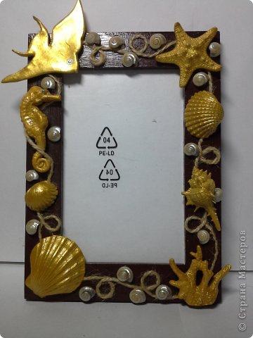 Фоторамка Фиолет №2.(Фото 050) обтянута тканью,украшена цветами из ракушки,радужным бисером,сваровски,для фото 10х15 см. фото 30