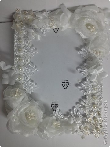 Фоторамка Фиолет №2.(Фото 050) обтянута тканью,украшена цветами из ракушки,радужным бисером,сваровски,для фото 10х15 см. фото 25
