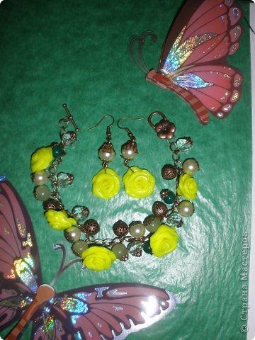 Комплект Бирюзовая сказка. выполнен из полимерной глины, сваровски, бирюзы, ажурных бусин и чашечек.   фото 46