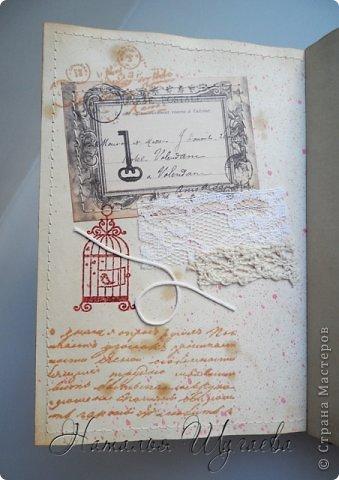 Здравствуйте, дорогие мастерицы! Насмотревшись блокнотов на тему Парижа и Франции, решила сделать свой «парижский» блокнотик и заодно попробовать новенькое для меня – разделители. МК блокнота с разделителями нашла в журнале «Скрап-Инфо». И вот такой он получился мой «парижанин» в сочетании черного  и белого, блеска и старины… фото 6