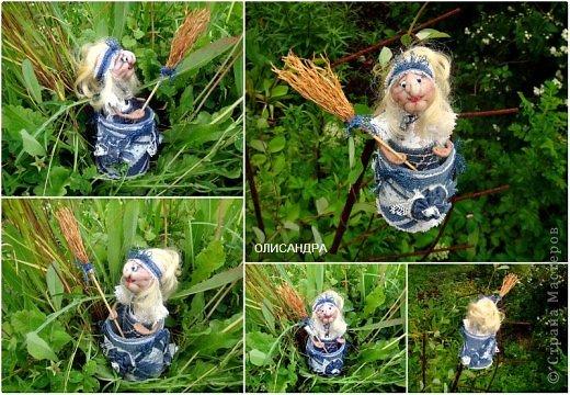 """Давно собиралась сделать ведьмочку- домоправительницу и хранительницу домашнего очага, но не знала, какую технику применить, и вот, наконец, решила, что это будет миниатюрная текстильная куколка. А поскольку очень люблю работать с джинсовой тканью, то получилась бабулька в стиле """"Деним""""...  фото 6"""