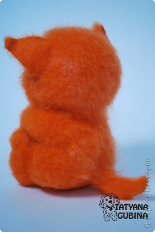Пушистый, пухленький, рыженький котёнок Клёпочка! Игривый,добрый и ласковый! Высота 19 см. Полностью свалян из 100 % шерсти. Глазки- пластика. фото 4