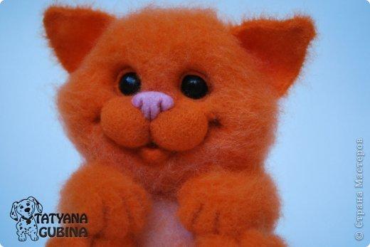Пушистый, пухленький, рыженький котёнок Клёпочка! Игривый,добрый и ласковый! Высота 19 см. Полностью свалян из 100 % шерсти. Глазки- пластика. фото 1