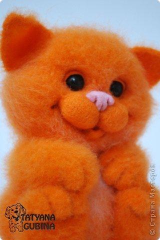 Пушистый, пухленький, рыженький котёнок Клёпочка! Игривый,добрый и ласковый! Высота 19 см. Полностью свалян из 100 % шерсти. Глазки- пластика. фото 5