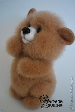 Малышонок Егорка. Ласковый, милый и добрый медвежонок. Любит подкрепиться малинкой :) Высота 19 см. Егорка- 100 % шерсть. Носик, глазки, малинка из пластики. Малинка расписана вручную. фото 3