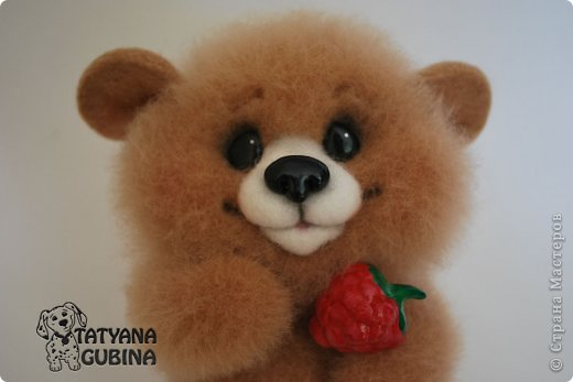 Малышонок Егорка. Ласковый, милый и добрый медвежонок. Любит подкрепиться малинкой :) Высота 19 см. Егорка- 100 % шерсть. Носик, глазки, малинка из пластики. Малинка расписана вручную. фото 6