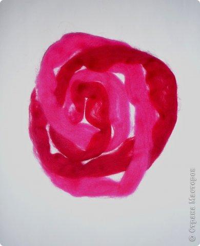 По вашим просьбам подготовила МК на тему: как выложить розу из шерсти просто и быстро (как мне кажется :))  Решила все показать на примере конкретной картины. Это уже итог. А ниже будут поэтапные фото и пояснения.  фото 16