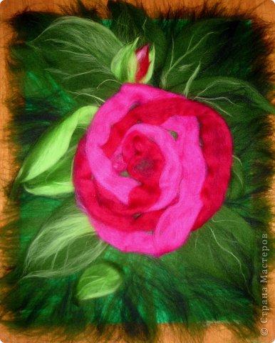 По вашим просьбам подготовила МК на тему: как выложить розу из шерсти просто и быстро (как мне кажется :))  Решила все показать на примере конкретной картины. Это уже итог. А ниже будут поэтапные фото и пояснения.  фото 17
