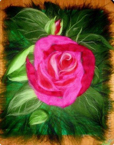 По вашим просьбам подготовила МК на тему: как выложить розу из шерсти просто и быстро (как мне кажется :))  Решила все показать на примере конкретной картины. Это уже итог. А ниже будут поэтапные фото и пояснения.  фото 23