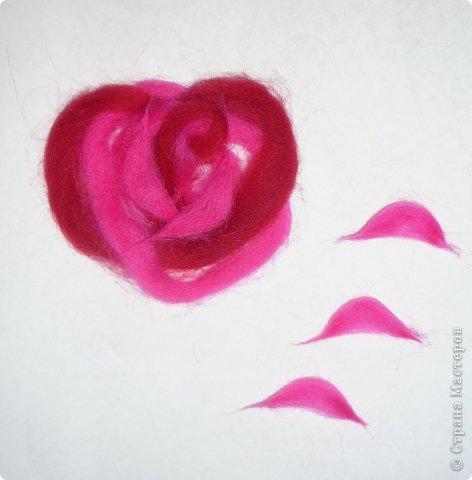 По вашим просьбам подготовила МК на тему: как выложить розу из шерсти просто и быстро (как мне кажется :))  Решила все показать на примере конкретной картины. Это уже итог. А ниже будут поэтапные фото и пояснения.  фото 42