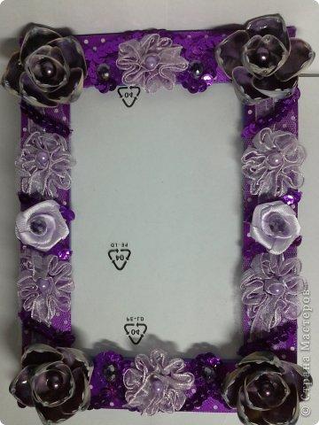 Фоторамка Фиолет №2.(Фото 050) обтянута тканью,украшена цветами из ракушки,радужным бисером,сваровски,для фото 10х15 см. фото 47