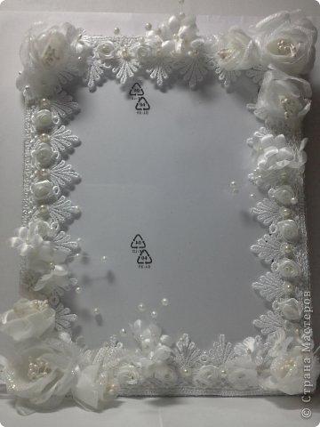 Фоторамка Фиолет №2.(Фото 050) обтянута тканью,украшена цветами из ракушки,радужным бисером,сваровски,для фото 10х15 см.  фото 49