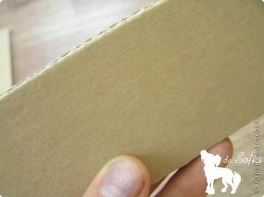 Доброго времени суток! Хочу поделиться с Вами способом изготовления такого стеллажа из гофрированного картона. Идея не моя, подобный мастер-класс был найден мной на сайте «Ярмарка Мастеров», его автор — Елена Никитина. Думаю, мой небольшой урок пригодится и на нашем сайте. Ну что же, начнём? :) фото 5