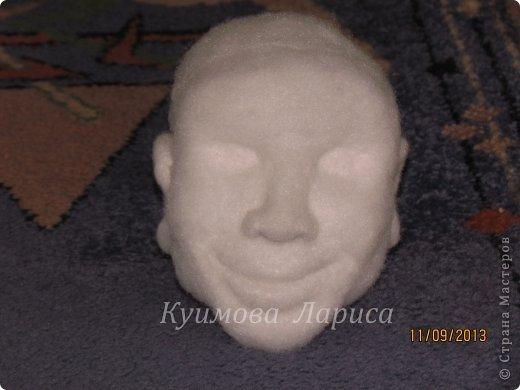 Здравствуйте! Хочу предложить небольшой МК по изготовлению куклы в чулочно-скульптурной технике. Думаю этот Мк будет интересен как начинающим, так и уже шьющим таких кукол. Итак , процесс. Запасаемся необходимыми материалами и конечно же ТЕРПЕНИЕМ. Для начала нам понадобится синтепон и игла для валяния(фелтинга) грубая. фото 2