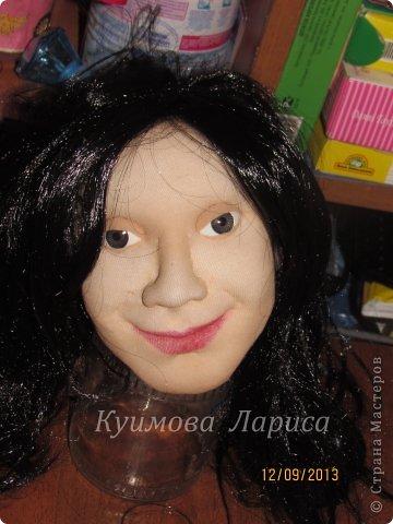 Здравствуйте! Хочу предложить небольшой МК по изготовлению куклы в чулочно-скульптурной технике. Думаю этот Мк будет интересен как начинающим, так и уже шьющим таких кукол. Итак , процесс. Запасаемся необходимыми материалами и конечно же ТЕРПЕНИЕМ. Для начала нам понадобится синтепон и игла для валяния(фелтинга) грубая. фото 6