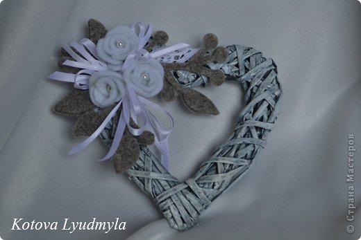Поделка изделие Новый год Аппликация Плетение Плетенные сердечки к Новому году Бумага газетная Клей Краска Ленты Фетр фото 4